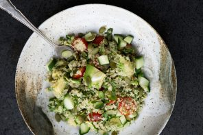 Quinoa, avocado and cashew nut salad recipe